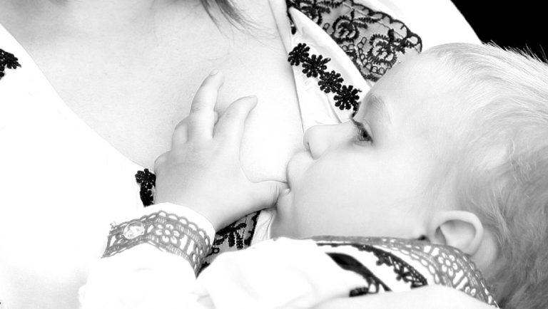 Breastfeeding Latch – A Mom's Guide Sharing Best Breastfeeding Tips