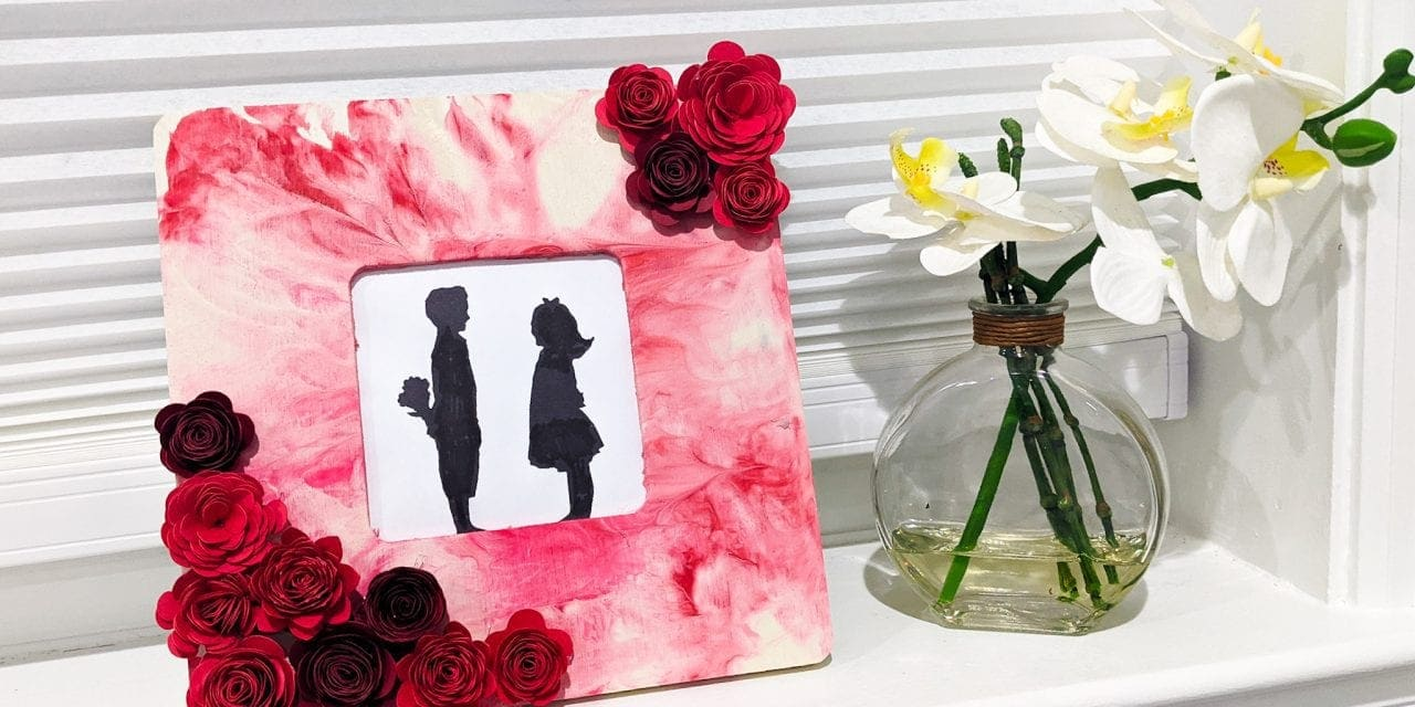 Easy paper rose craft and gift – a floral picture frame!
