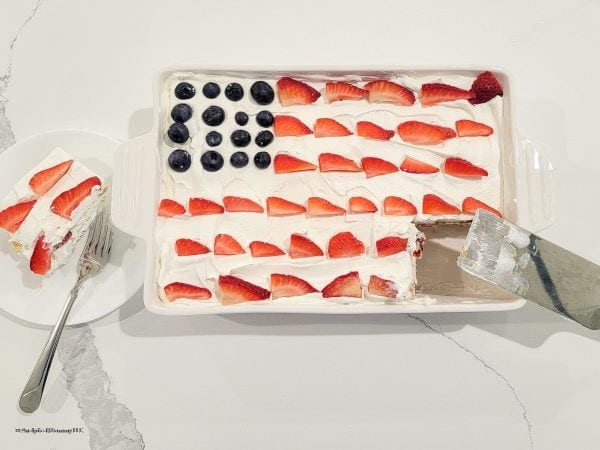 AMERICAN FLAG CAKE WITH BLUEBERRIES AND STRAWBERRIES