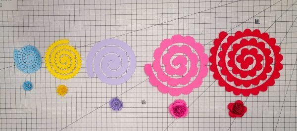Cricut paper flower templates in different sizes and their final flowers
