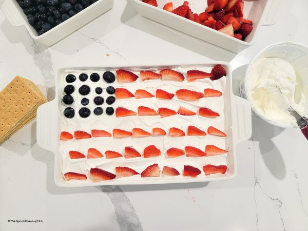 delicious no bake cake with graham crackers whipped cream and fruit