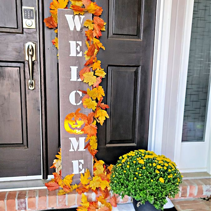 my favorite front porch decorating idea on a budget - a DIY welcome sign